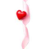 Rosa band med röd hjärta Arkivbilder