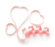 Rosa band som formas som isolerade hjärtor Royaltyfri Fotografi