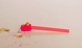 Rosa Bleistift und Bleistiftspitzer Stockbilder