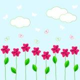 Rosa Blumen mit grünen Blättern und butterflie Lizenzfreie Stockbilder