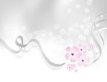 Rosa Blumenentwurf gegen Hintergrund des silbernen Graus Stockfotografie