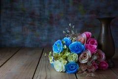 Rosa bukett med vasen, stilleben Royaltyfria Foton