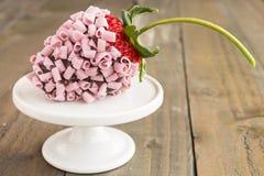 Rosa chokladjordgubbe Arkivfoton