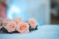 Rosa colocou na mesa Imagens de Stock