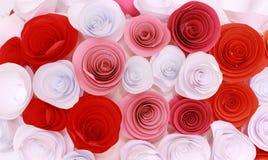 Rosa colorida artificial que es hecha a mano Foto de archivo