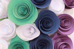 Rosa colorida artificial que es hecha a mano Imagen de archivo