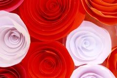 Rosa colorida artificial que es hecha a mano Imagenes de archivo