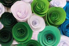 Rosa colorida artificial que es hecha a mano foto de archivo libre de regalías