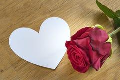 Rosa con cuore fotografie stock