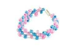 Rosa con las pulseras moldeadas azules Imagen de archivo