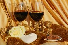 Rosa, coração, vidros do vinho tinto Imagens de Stock Royalty Free
