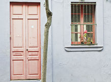 Rosa dörr arkivbilder