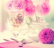 Rosa Dahlienblumenblätter Stockbild