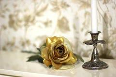 Rosa decorativa de oro paisaje Interior imagenes de archivo