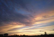 Rosa del azul de cielo de la mañana de la salida del sol de la belleza fotografía de archivo