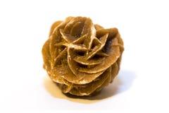 Rosa del deserto (cristallo) su fondo bianco immagini stock