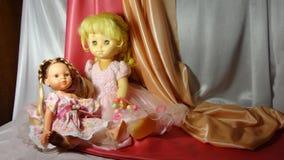 Rosa del gioco di cosiness della casa della ragazza del vestito dalla bambola dei giocattoli delle bambole fotografie stock libere da diritti