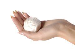 Rosa deu forma ao sabão na mão da mulher isolada no branco Fotografia de Stock