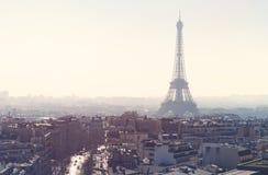 Rosa Dunst über Paris stockfotografie