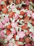 Rosa e caramelle rosse di turbinio fotografia stock libera da diritti