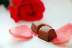 Rosa e chocolates Imagem de Stock