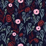 Rosa e fiori e foglie disegnati a mano rossi sul modello senza cuciture del fondo scuro illustrazione di stock