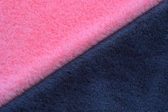 Rosa e fondo grigio della pelliccia fotografie stock