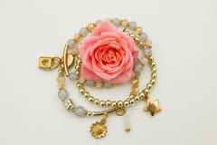 Rosa e gioielli Immagini Stock Libere da Diritti