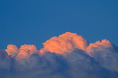 Rosa e nuvens azuis Fotografia de Stock Royalty Free