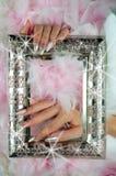 Rosa e pérola dos pregos com os diamantes com antigo decorados finamente Imagem de Stock Royalty Free