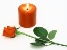 Rosa e uma vela vermelha Imagens de Stock Royalty Free