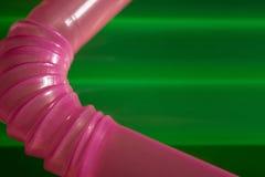 Rosa färg- och gräsplancoctailrör Royaltyfri Fotografi