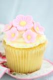 Rosa färg- och gulingmuffin Arkivbild