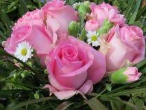 Rosa färgblommabukett Arkivbilder