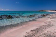 Rosa färger sandpapprar i den Elafonisi stranden arkivfoton