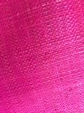 Rosa färger väver den livliga och ljusa gråa bakgrundsräkningen för textur från en hessiansshoppingpåse Royaltyfri Fotografi