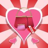 Rosa färghandväska och plånbok med hjärtabakgrund Arkivfoton