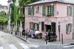 Rosa färghus - historisk bistro en Paris Arkivbild