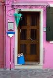 Rosa färghusdörr Arkivfoton