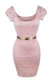 Rosa färgklänning med det guld- bältet Arkivfoton