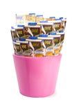 Rosa färgkruka med NIS av 100 räkningar Royaltyfri Bild