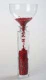 Rosa färgpeppar som ner faller i en flaska Fotografering för Bildbyråer