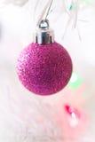 Rosa färgprydnad Arkivfoto