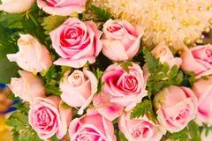 Rosa färgrosbuketter Fotografering för Bildbyråer