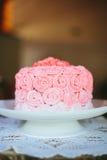 Rosa färgrosOmbré bröllopstårta Arkivbild