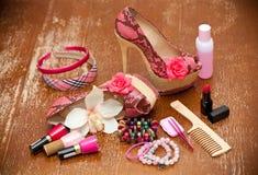 Rosa färgskor för kvinnor kvinnor för tillbehör s kvinnor för smycken s Royaltyfria Bilder