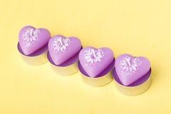 Rosa färgstearinljus i formen av hjärta Fotografering för Bildbyråer
