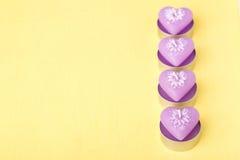 Rosa färgstearinljus i formen av hjärta Arkivfoto