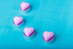 Rosa färgstearinljus i formen av hjärta Royaltyfri Bild
