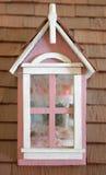 rosa fönster för dollhouse Fotografering för Bildbyråer
